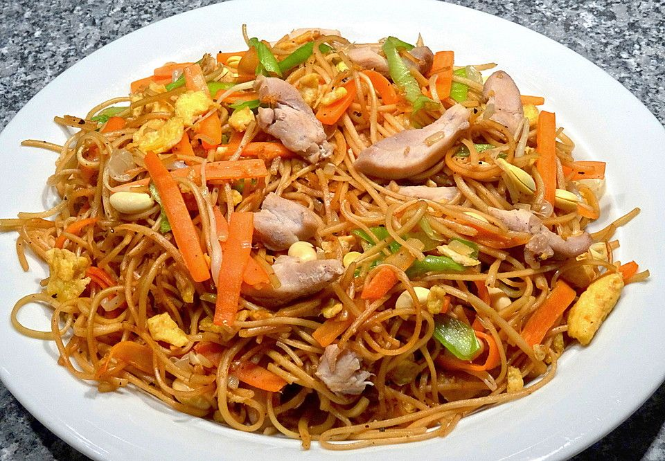 Photo of Chinese fried noodles with chicken, egg and vegetables from yasiliciousDE   Chef