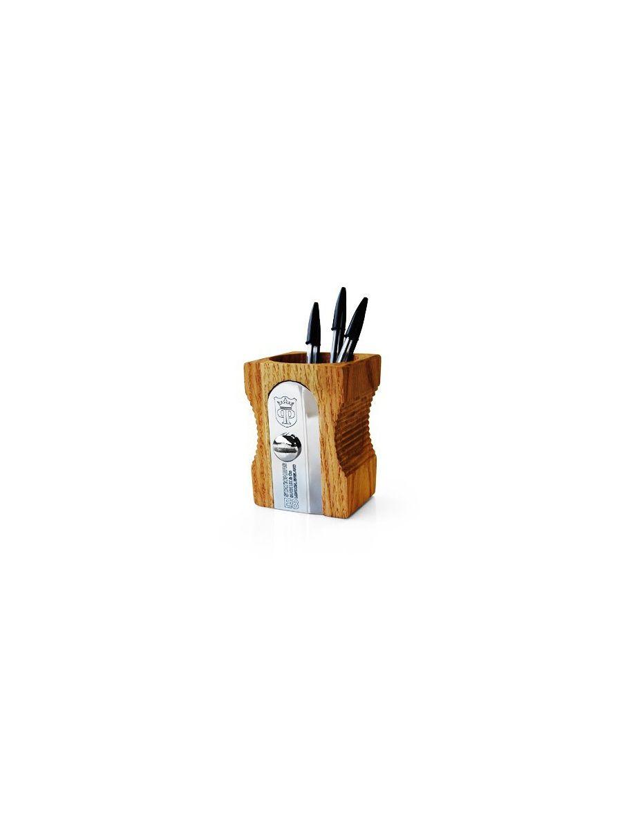 Pot à crayons en forme de taille-crayons géant. Dimensions: Haut.12 cm X Long.8,5 cm X Larg.6,9 cm. Ø7 cm. Couleur bois clair. Matériaux: bois et métal argenté