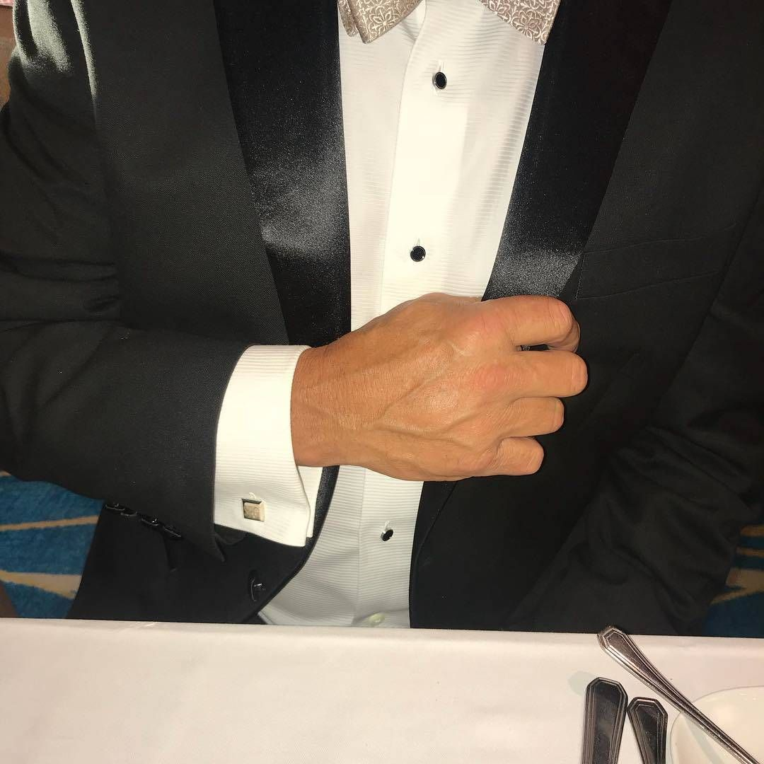 How To Put On Cufflinks 10 Simple Tips With Tutorial Put On Black Tuxedo Cufflinks