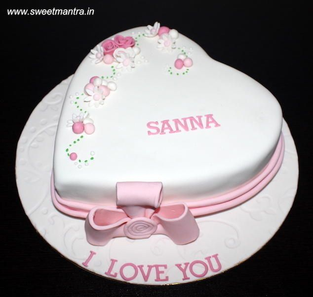 Love Valentine Theme Cake For Wifes Birthday By Sweet Mantra