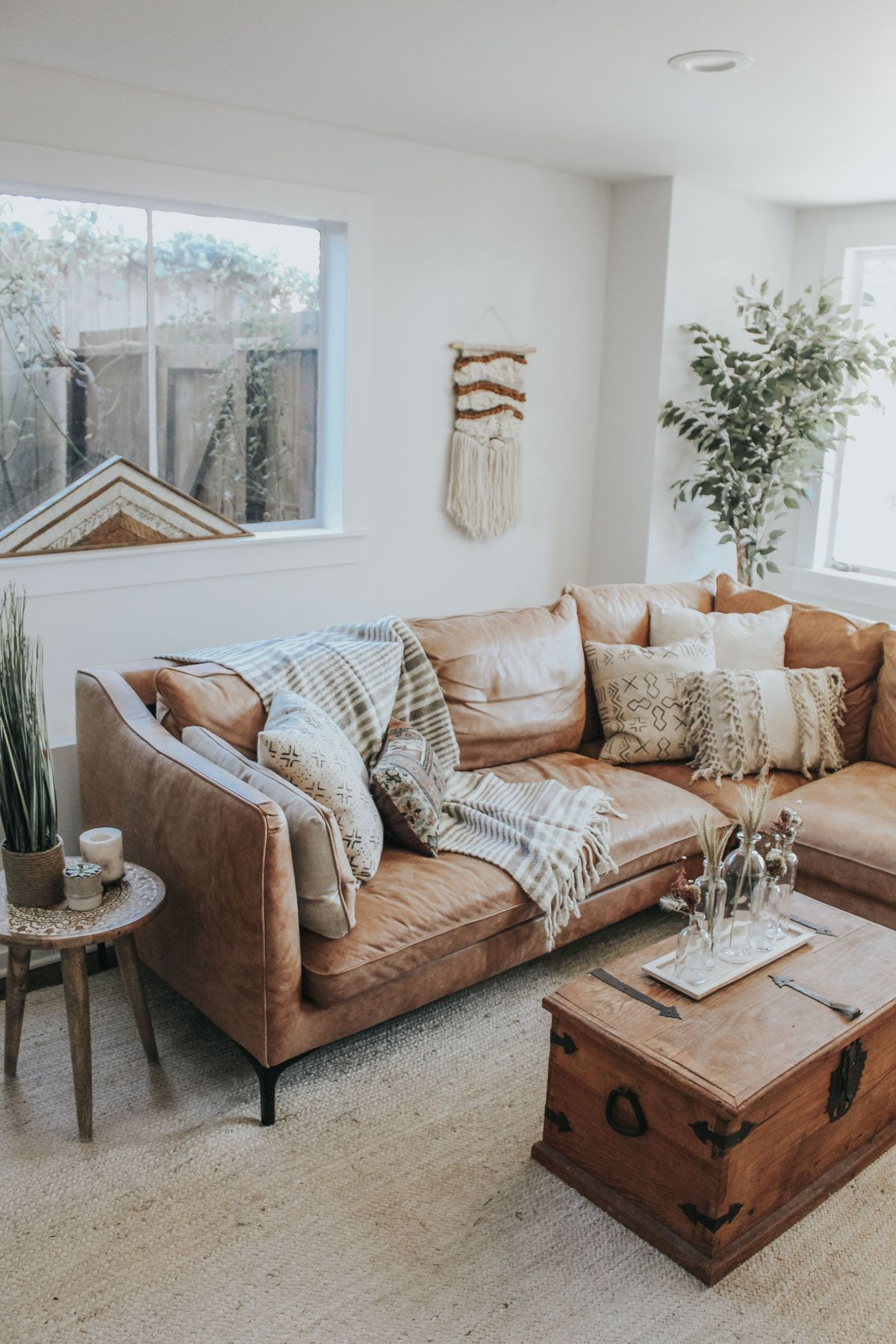Choosing Living Room Colors: How To Choose Throw Pillows For Your Couch