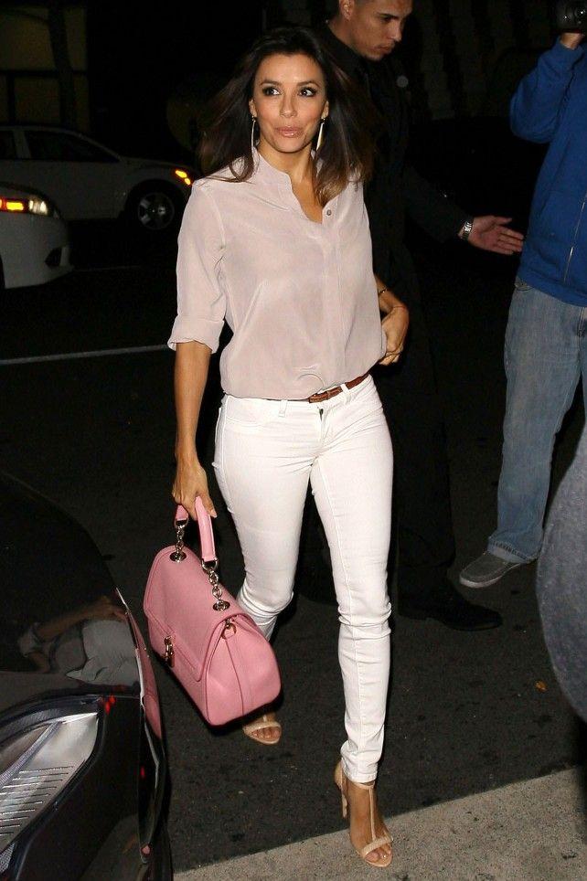 Eva Longoria, lady minimal en blanco y rosa empolvado