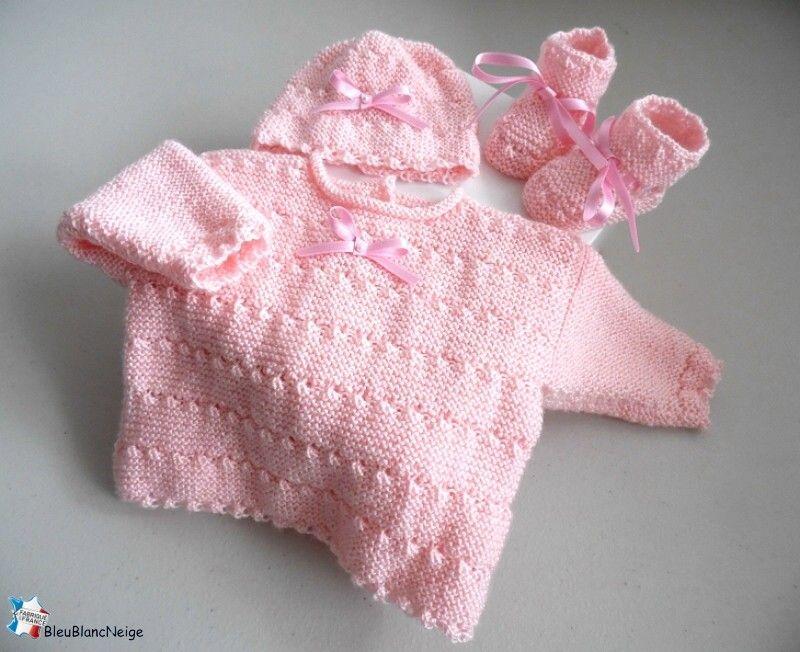 31ee85b001317 Brassière bébé tricot avec bonnet et chaussons