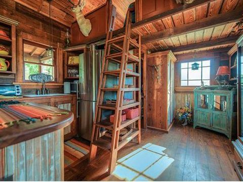 house crush tour this salvage chic tiny lake house in texas home rh pinterest com