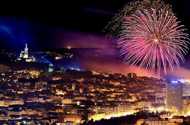 Celebrate Amazing New Years Eve 2020 In Marseille New Years Eve Fireworks Fireworks Marseille