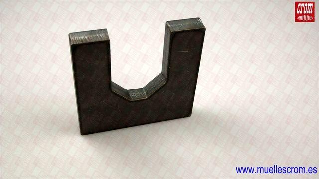 LASER CUTTING carbon steel and stainless steel up to maximum thickness of 25,00mm. - CORTE POR LASER en acero al carbono y acero inoxidable hasta un espesor máximo de 25,00 mm.