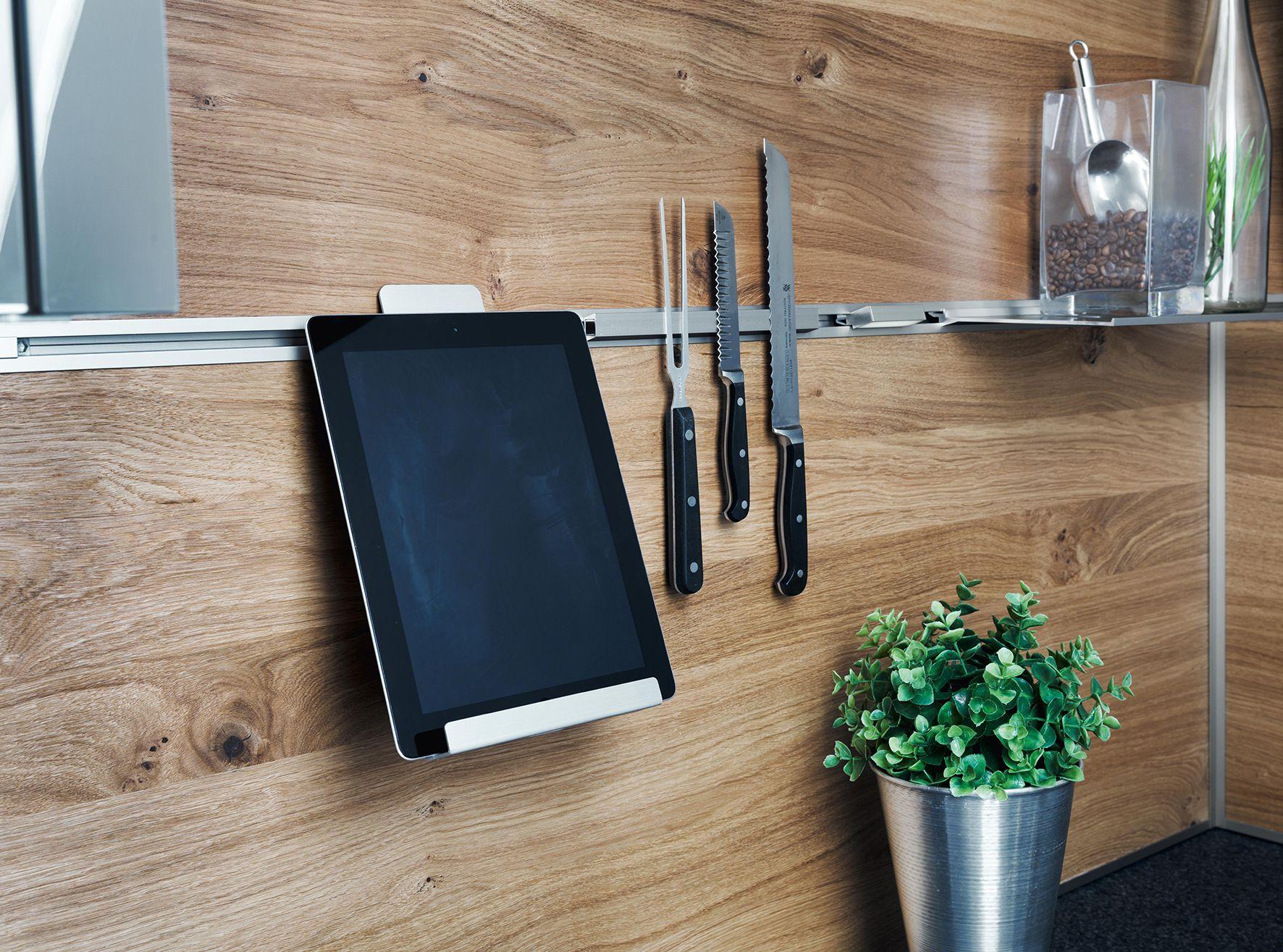 funktionsr ckwand system mit tablethalter und magnetprofil von ewe k chen alles offen alles. Black Bedroom Furniture Sets. Home Design Ideas