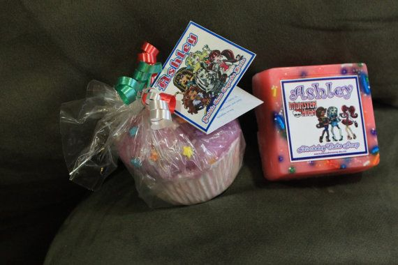 Possible teacher gift: Soap and cupcake bath fizzie