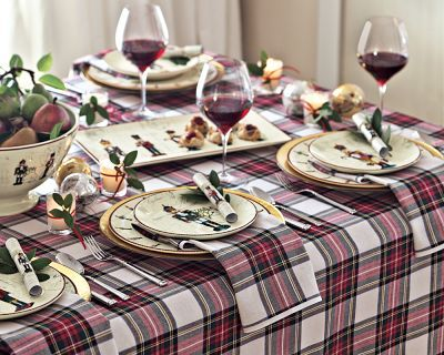 Tartan plaid backdrop is always perfect for a Christmas table ...