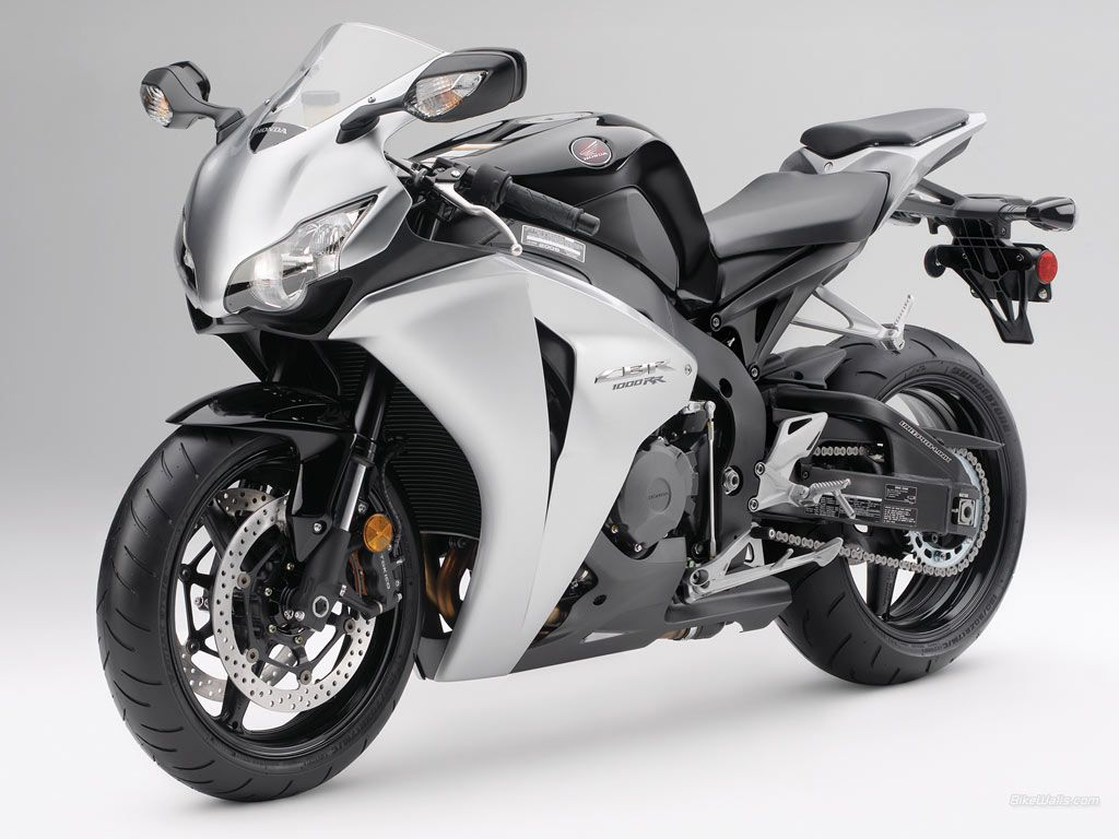 Honda S Response To Yamaha S Yzf R1 Is The Cbr1000rr Also Known As Fireblade It Features A 998 Cc Dohc Engine With D Honda Cbr 1000rr Honda Bikes Honda Cbr