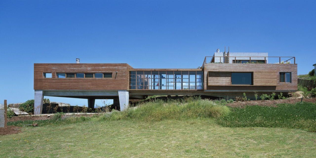 Gallery Of La Roca House Mathias Klotz 2 Timber Architecture Succulent Landscape Design House Architecture Design