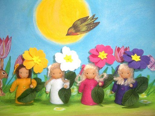 Hier kann man Susannelfes Blumenkinder nach Waldorf Art für den Jahreszeitentisch bestellen und kaufen. Blumenkinder, Zwerge, Sternzeichen, Engel, Elfen, Filztiere, Topfwichtel und mehr lassen sich hier finden. Püppchen aus Trikotstoff und Wollfilz werden ganz nach Ihren Wünschen genäht, als Geschenk, für die Hochzeit, zur Geburt, dem Geburtstag, zur Taufe und dem Jahrestag.