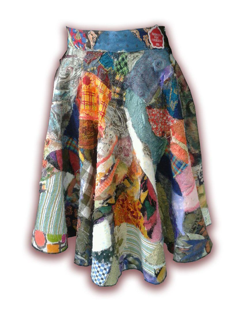 In 1950 werd de vrouwen van Nederland gevraagd om een feestrok te maken om de vrijheid te vieren. In deze rok verwerkten vrouwen lapjes die hen aan speciale gebeurtenissen of mensen herinnerden. Daarmee werd iedere rok het levensverhaal van de draagster. http://www.punchworkshops.nl