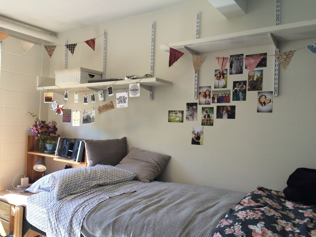 An entry from interiors yum dorm dorm room and college for Cool college bedrooms