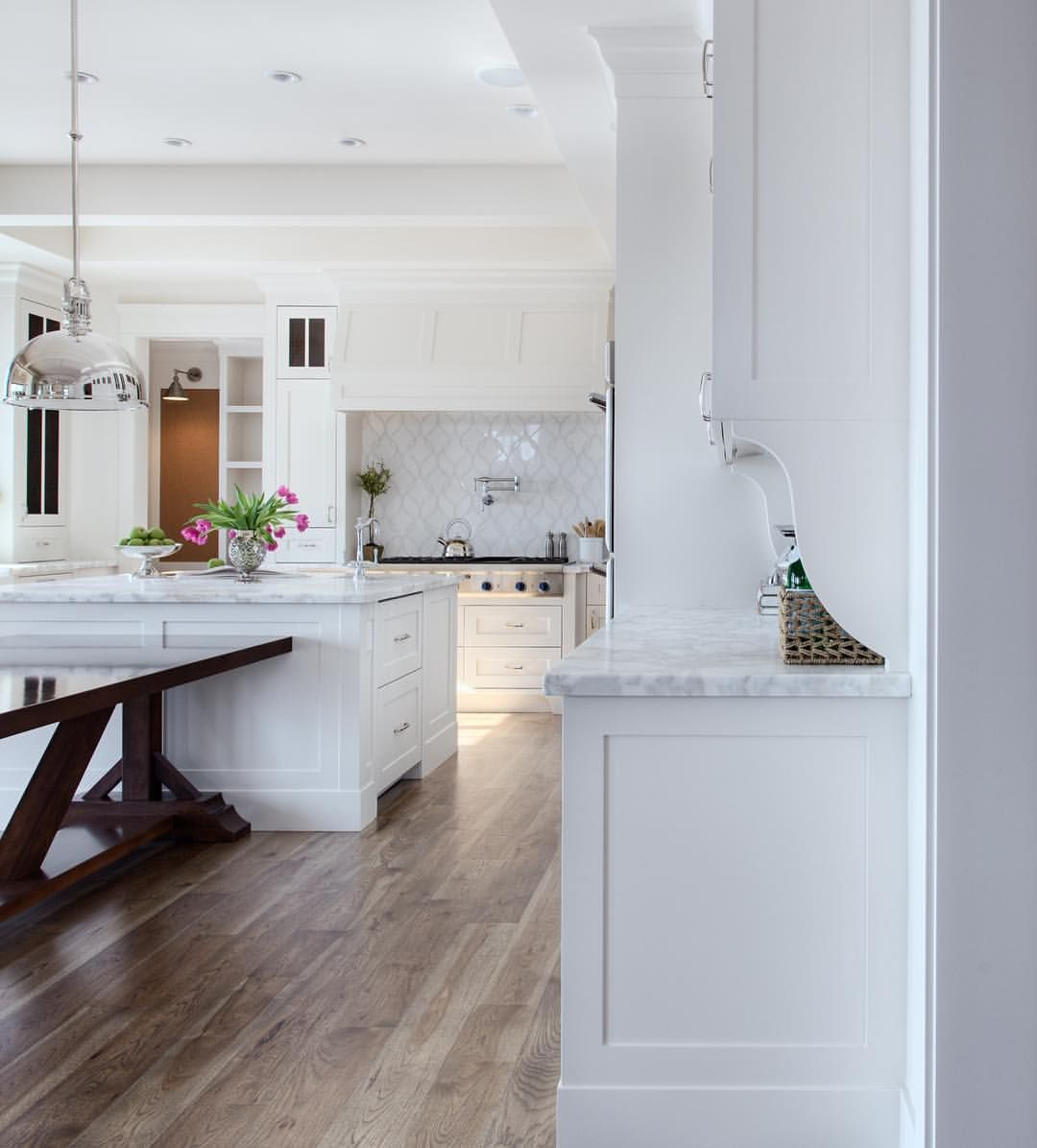 can you really ever go wrong with a beautiful white on the most beautiful kitchens ever id=54124