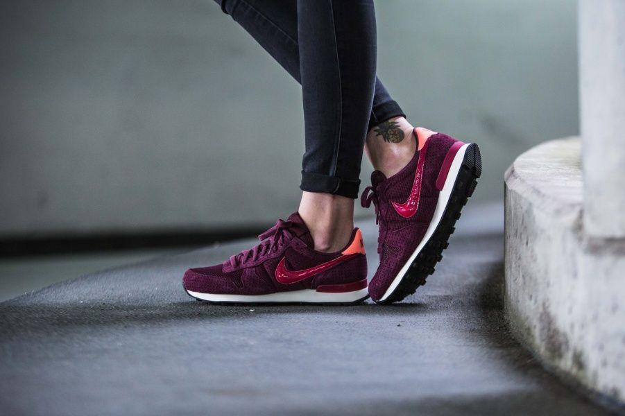 Nike Internationalist SE Schuhe oliv im WeAre Shop