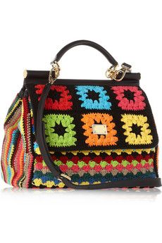 Amé la sencillez de la lana convertida en   un bolso de obsesión. Dolce & Gabbana