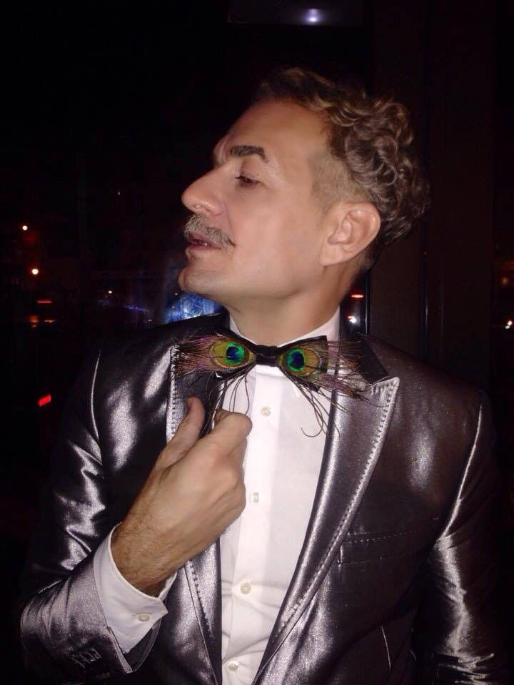 El actor con su pajarita @carev en los #PremiosTeatroMusical pide la tuya en nuestra web