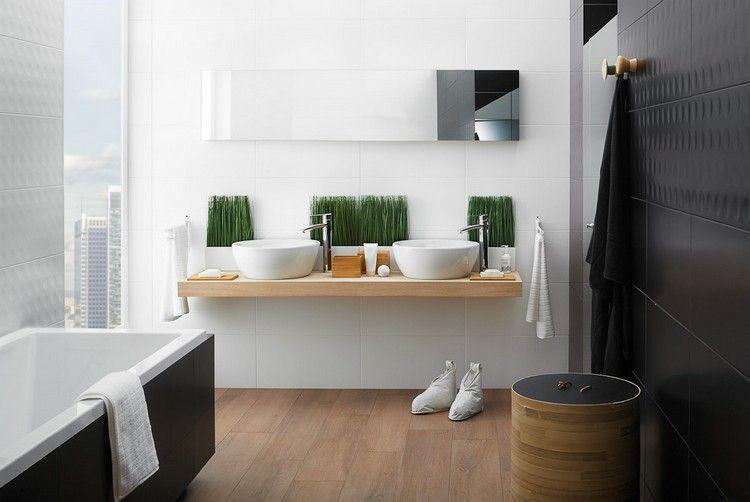 salle de bain noir et bois avec sol imitation bois, carrelage noir ...