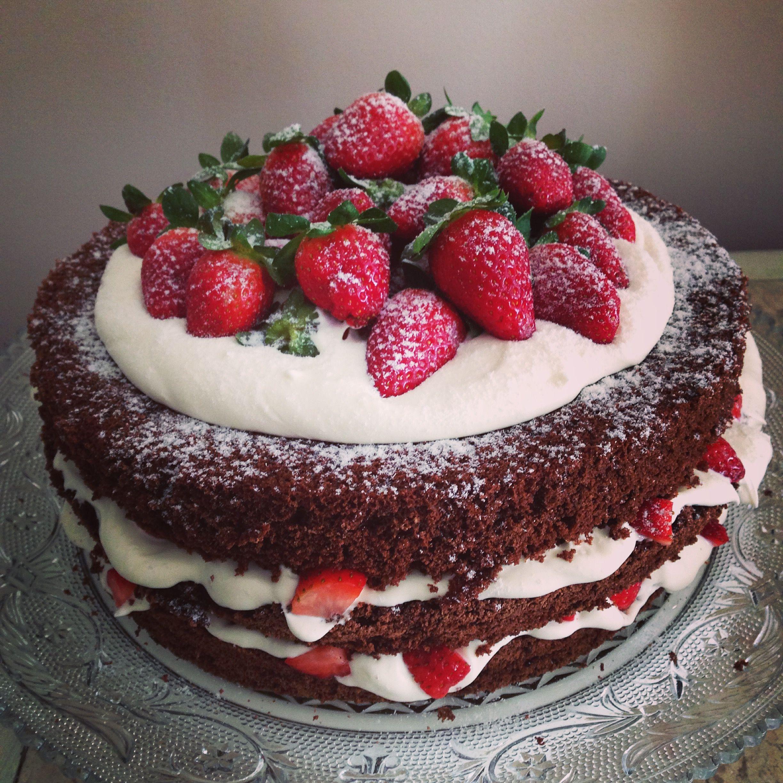 Naked cake de chocolate morangos a foto já diz tudo