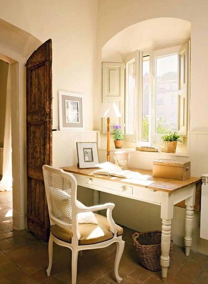 Un escritorio perfecto para una decoracion rustica. Con un color muy agradable