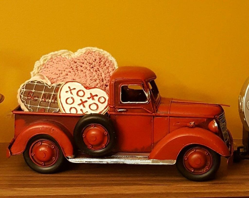 30 Inspiring Farmhouse Style Valentines Day Decor Ideas Trenduhome Farmhouse Valentine Decor Red Truck Decor Valentine Centerpieces
