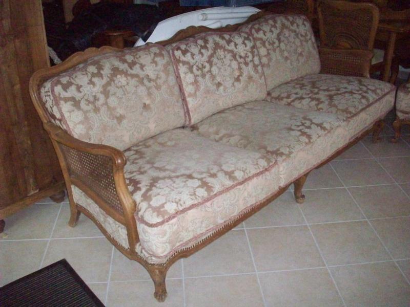 Verkaufe Sehr Schones Sofa Aus Omas Zeiten Ca Masse B 200cm T 80 Cm