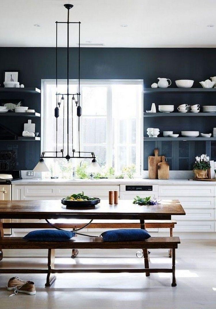 Cuisine Avec Mur Bleu Marine Pour Mettre En Valeur Les