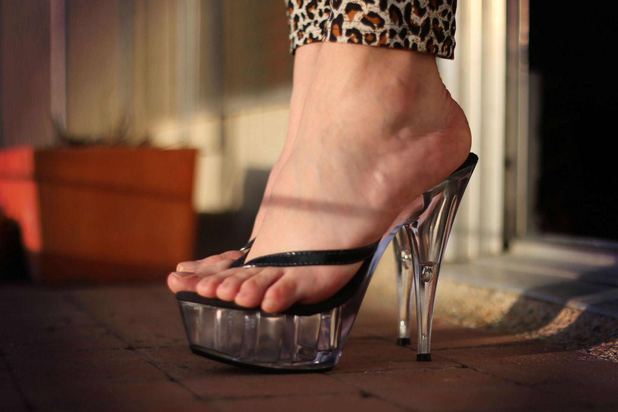 Crossdresser Sevy Has Sexy Feet Legs Cumshots