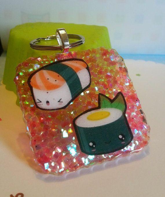 Portachiavi in resina quadrato con sushi kawaii di Nitrobijoux, €5.00