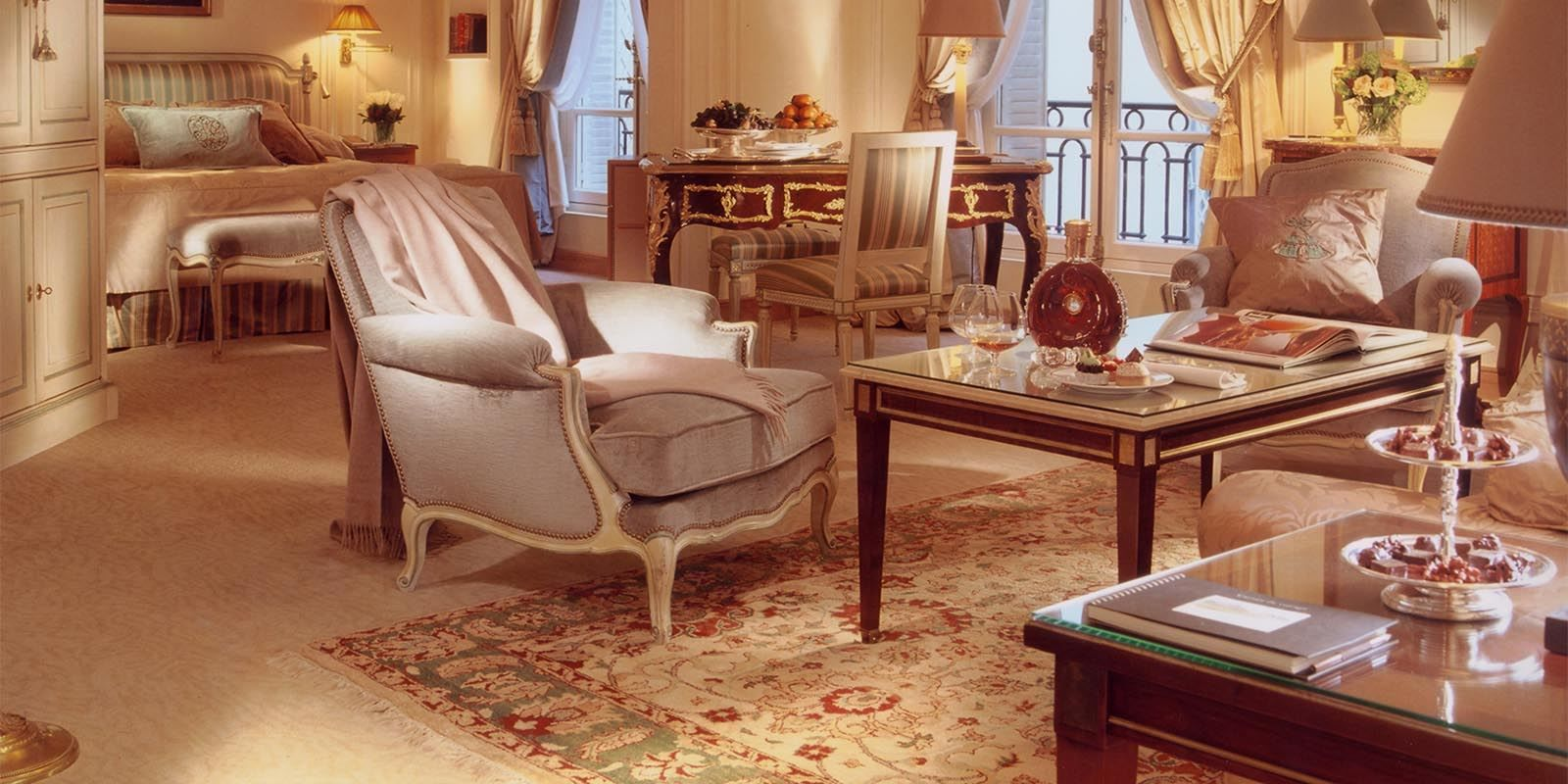 Junior Suite Deluxe Hotel Plaza Athenee Dorchester Collection Hotel Plaza Athenee Paris Hotel Inspiration Hotel Suite Luxury