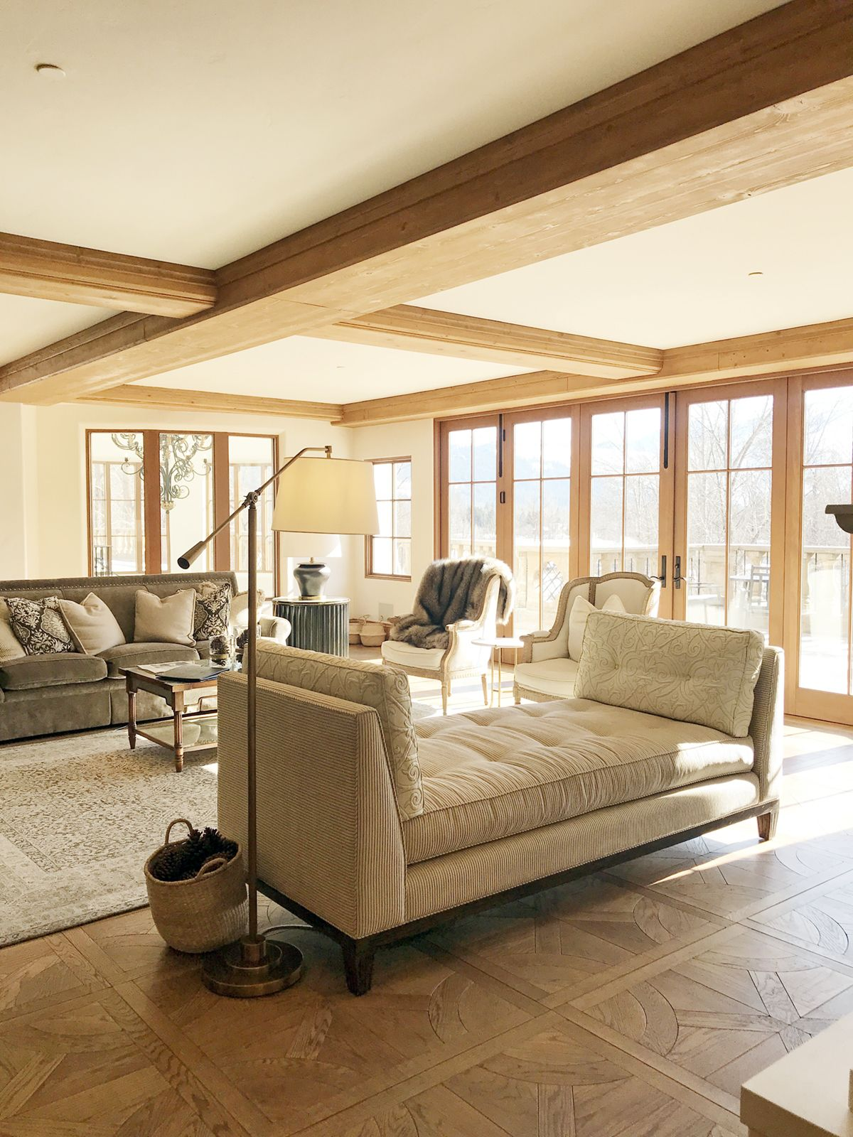 A Barndominium Allows You To Board Rustic Environments With Fashionable Comforts After You Modern Farmhouse Exterior Exterior House Colors Farmhouse Exterior