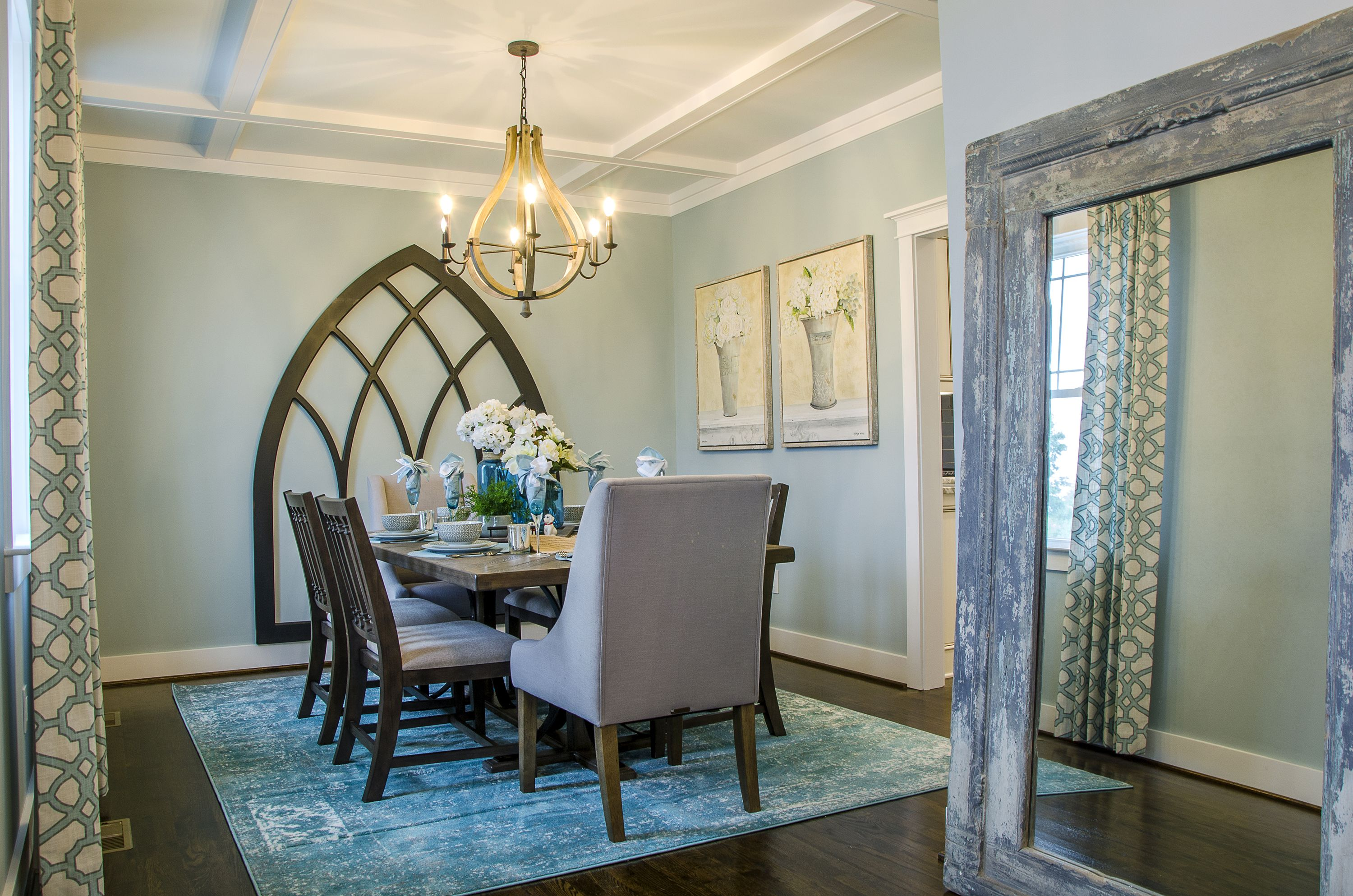 Best Love The Blue And Yellows In This Formal Diningroom This 400 x 300
