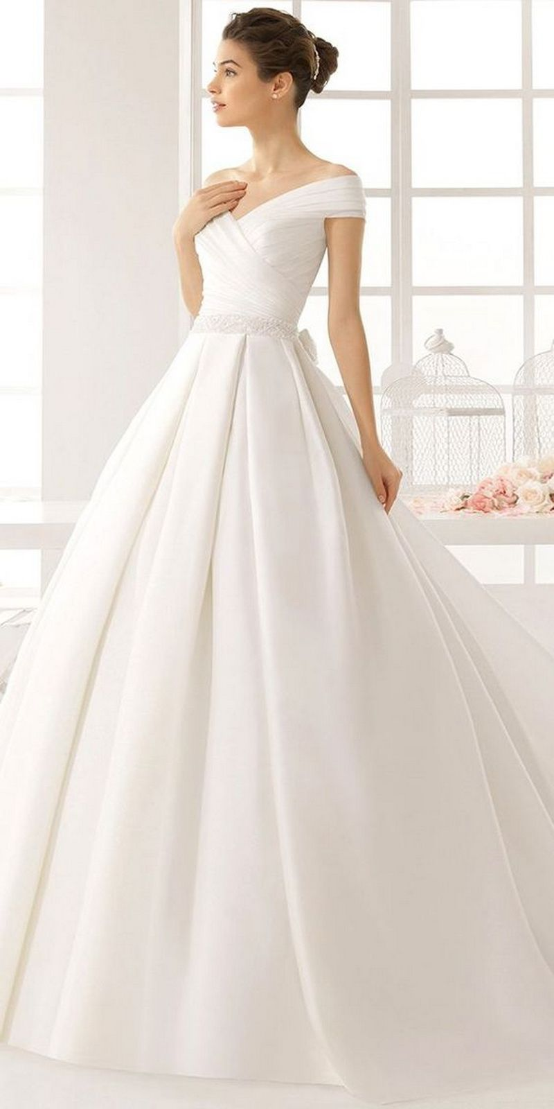 10 plain wedding dresses for chic and simple style #outfit