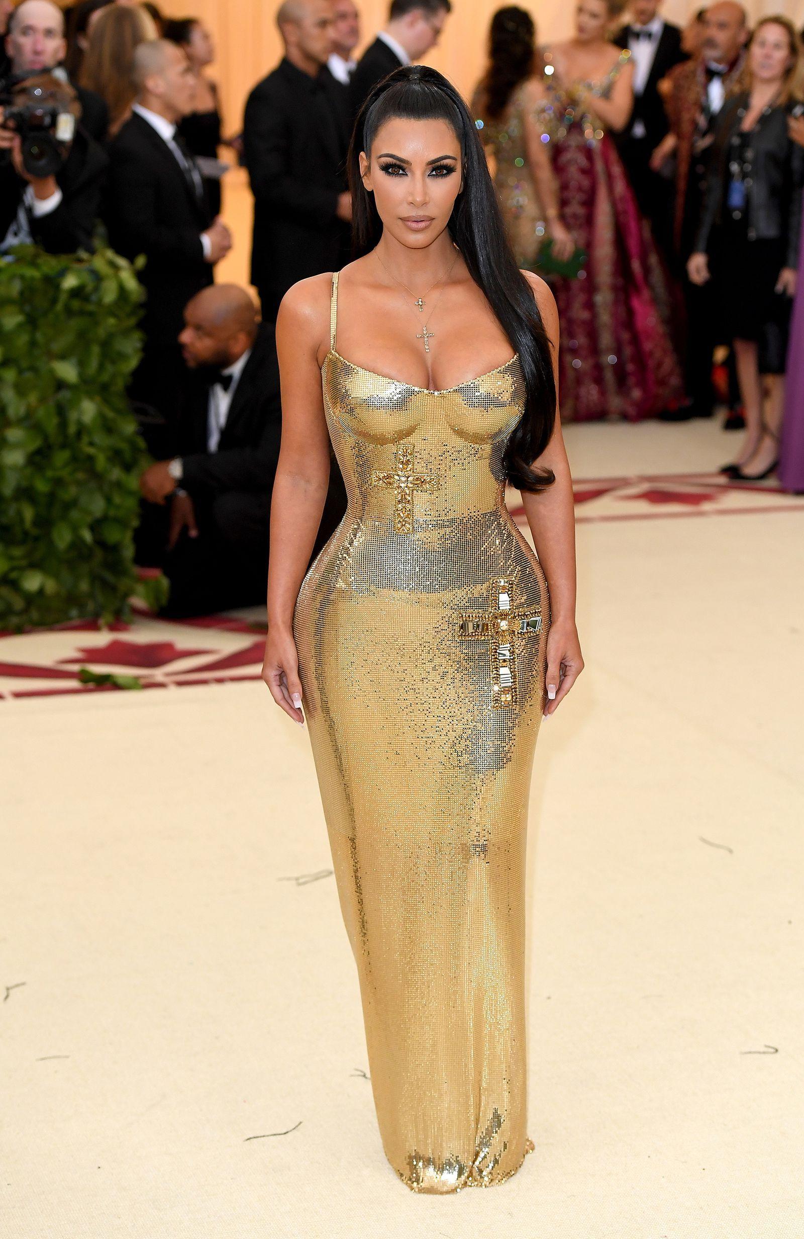 So The Internet Thinks Kim Kardashian S Met Gala Dress Was