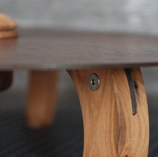 Tavolino da caffè in cor-ten e gambe in castagno antico (300 anni)