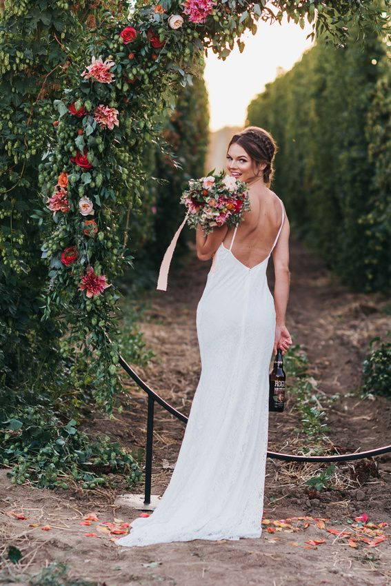 Blooms and Brews Styled Shoot | Rogue Chatoe | Independence, Oregon #bridalportraitposes