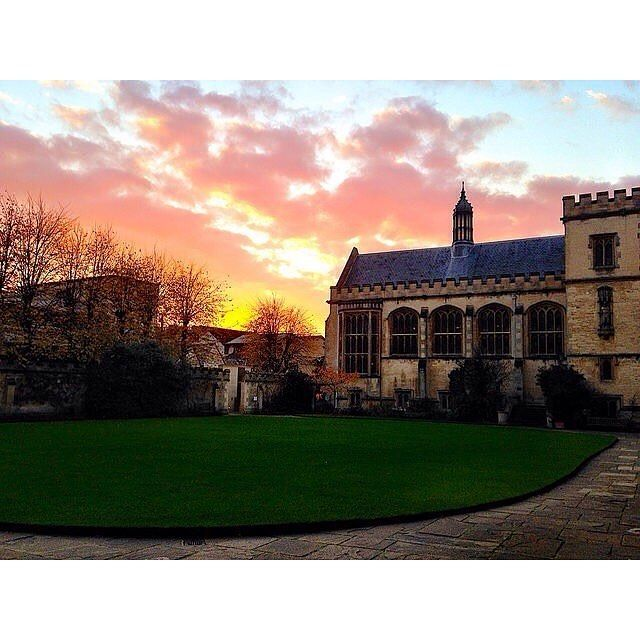 From our friends at Oxford  @oxford_uni - However you're spending your weekend here's a stunning view of a winter sunset over Pembroke college. Have a great weekend.  Thanks @krishan.chauhan for capturing this image while studying at Oxford  #sunset #nature #architecture #instagood #picoftheday #travel #history #igers #goviewyou