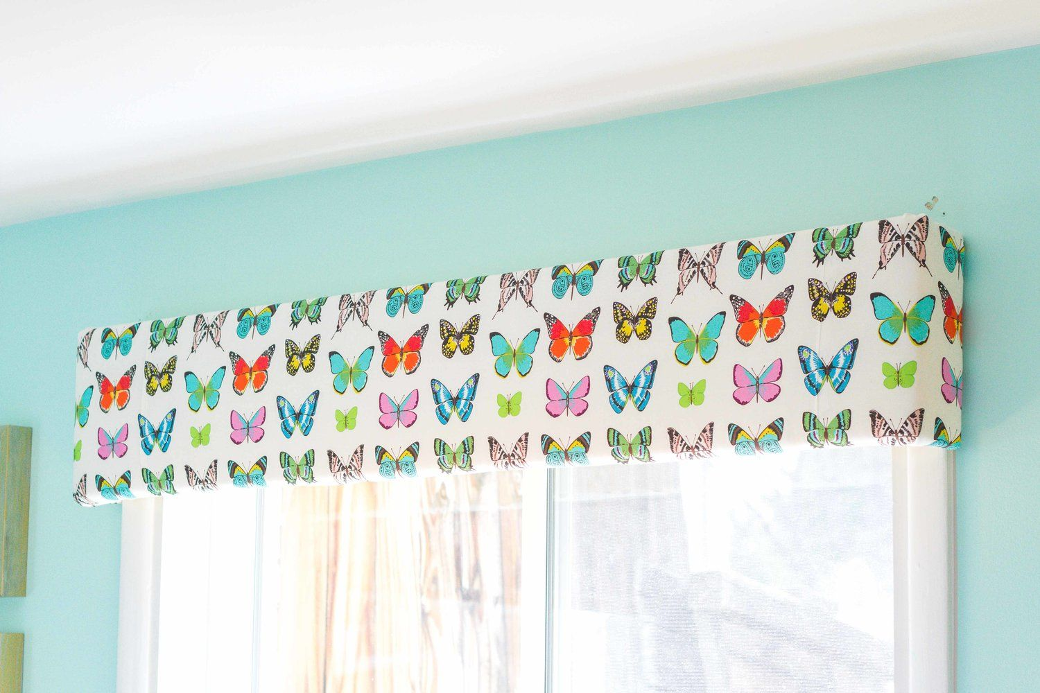 Learn How To Make This Simple Inexpensive Take On A Window Valance With Easy Diy Instructions These Are No S Window Valance Diy Window Vintage Inspired Decor