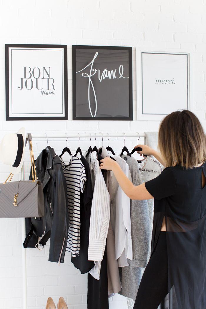 Minimalist & Classic Quero voltar a usar araras. Além de ser muito mais inspirador te força a ter organização. #minimalismo #araraderoupas #smartwardrobe #StephanieSterjovski