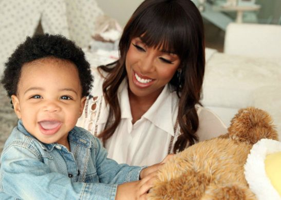 KELLY ROWLAND TALKS DREFT CAMPAIGN, MOTHERHOOD AND MORE- http://getmybuzzup.com/wp-content/uploads/2015/11/547260-thumb.jpg- http://getmybuzzup.com/kelly-rowland-talks-dreft-campaign/- By admin Singer Kelly Rowland recently sat down with TheKnockturnal to talk about her partnership with baby laundry detergent Dreft, motherhood, and more. Check out highlights from the interview now! On how her partnership with Dreft happened: It was super easy; they heard I love the product...