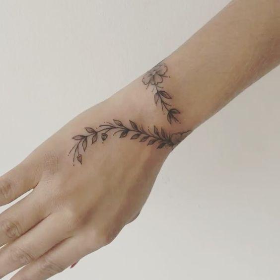 16 exklusive Armband-Tattoos für Mädchen mit feinem Geschmack – Courtney H. -… - Famous Last Words