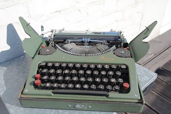 vintage 40 extraflat rooy portable manual typewriter wordsmith s rh pinterest com Smith Corona Electric Typewriter Smith Corona Wordsmith Typewriter Manual