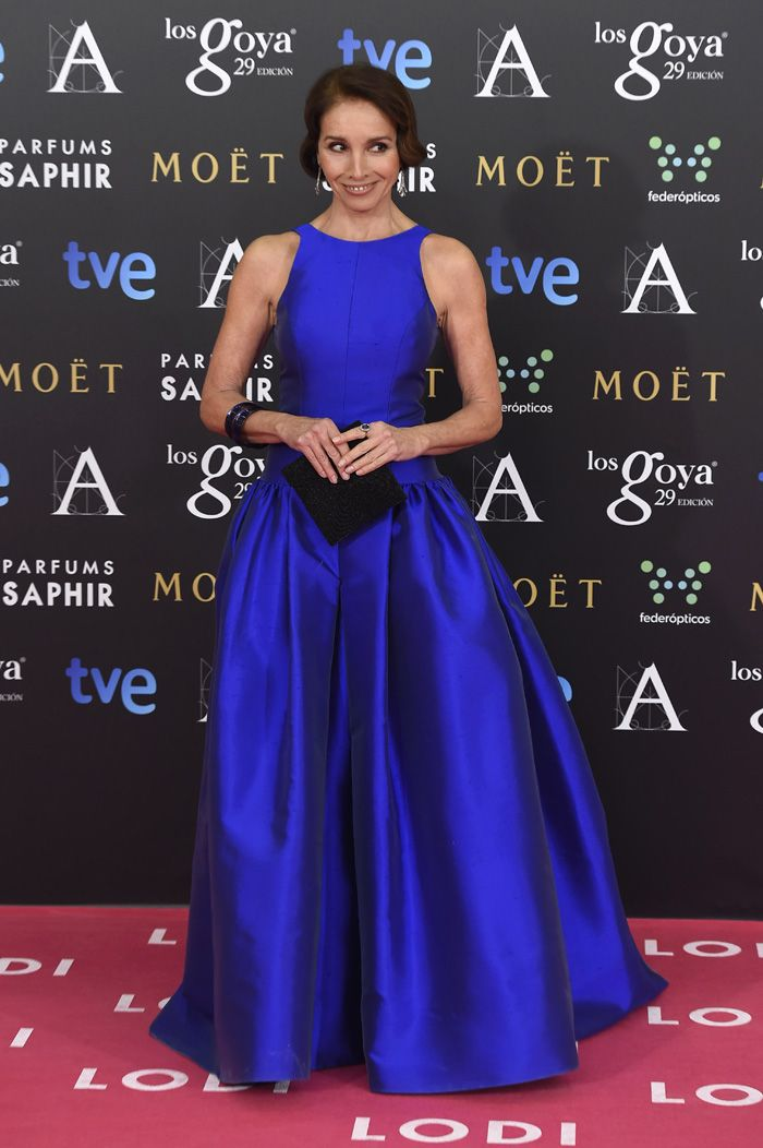Ana Belén, espectacular de azul eléctrico con un vestido de la firma ...