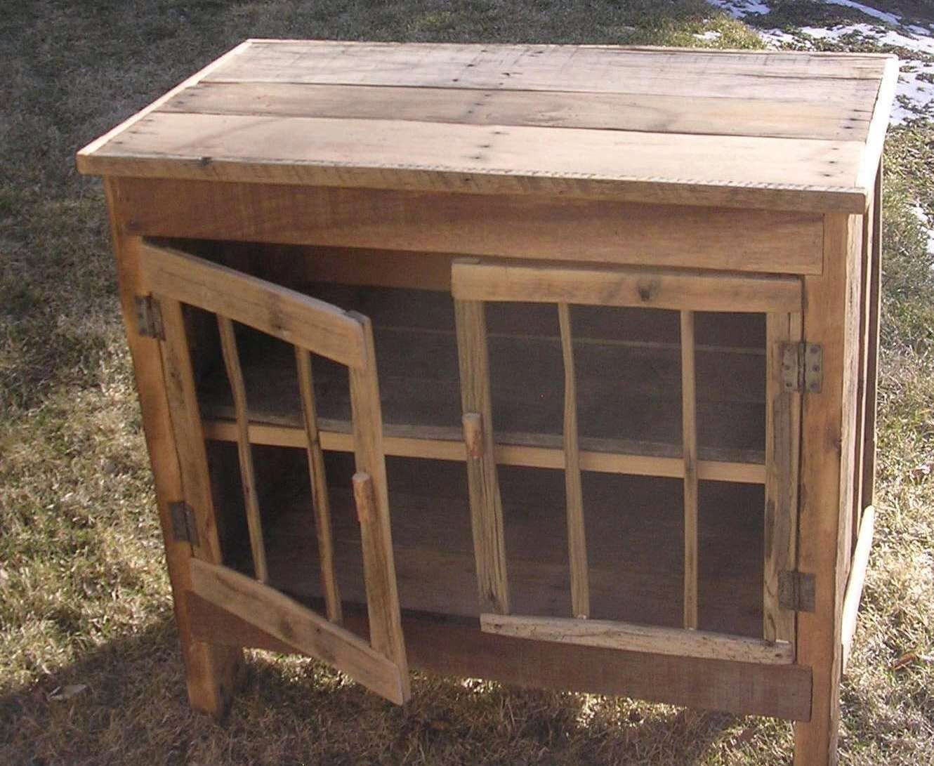 Pallet Project - Pallet Stand With Doors.  #pallets  #palletproject