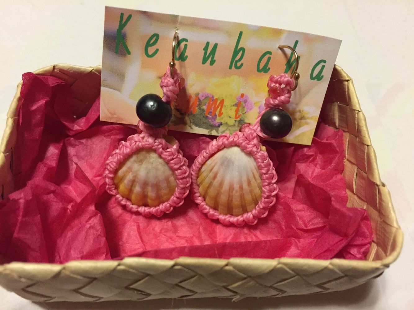 Sunrise shell earrings PINK with momi