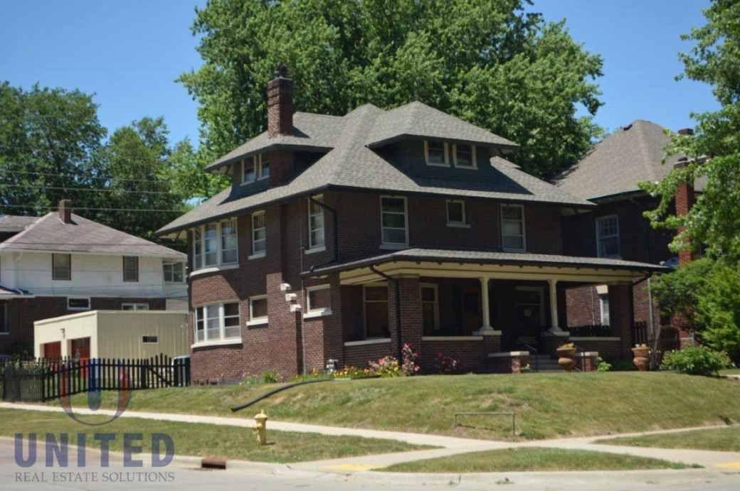 1910 Sioux City Ia 181 500 Bow Window House Old House Dreams