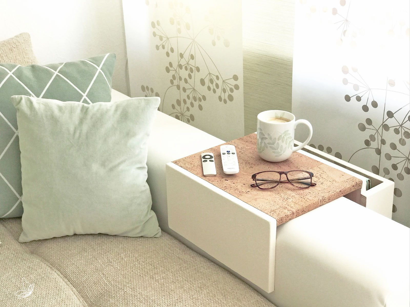 do it yourself sofa tablett in kreideweiss mit kork akzenten home decor sofa tablett couch. Black Bedroom Furniture Sets. Home Design Ideas