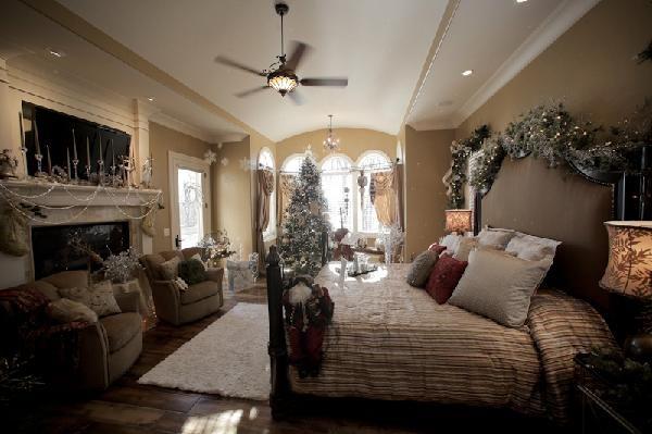 2010 Christmas Fantasy House 007
