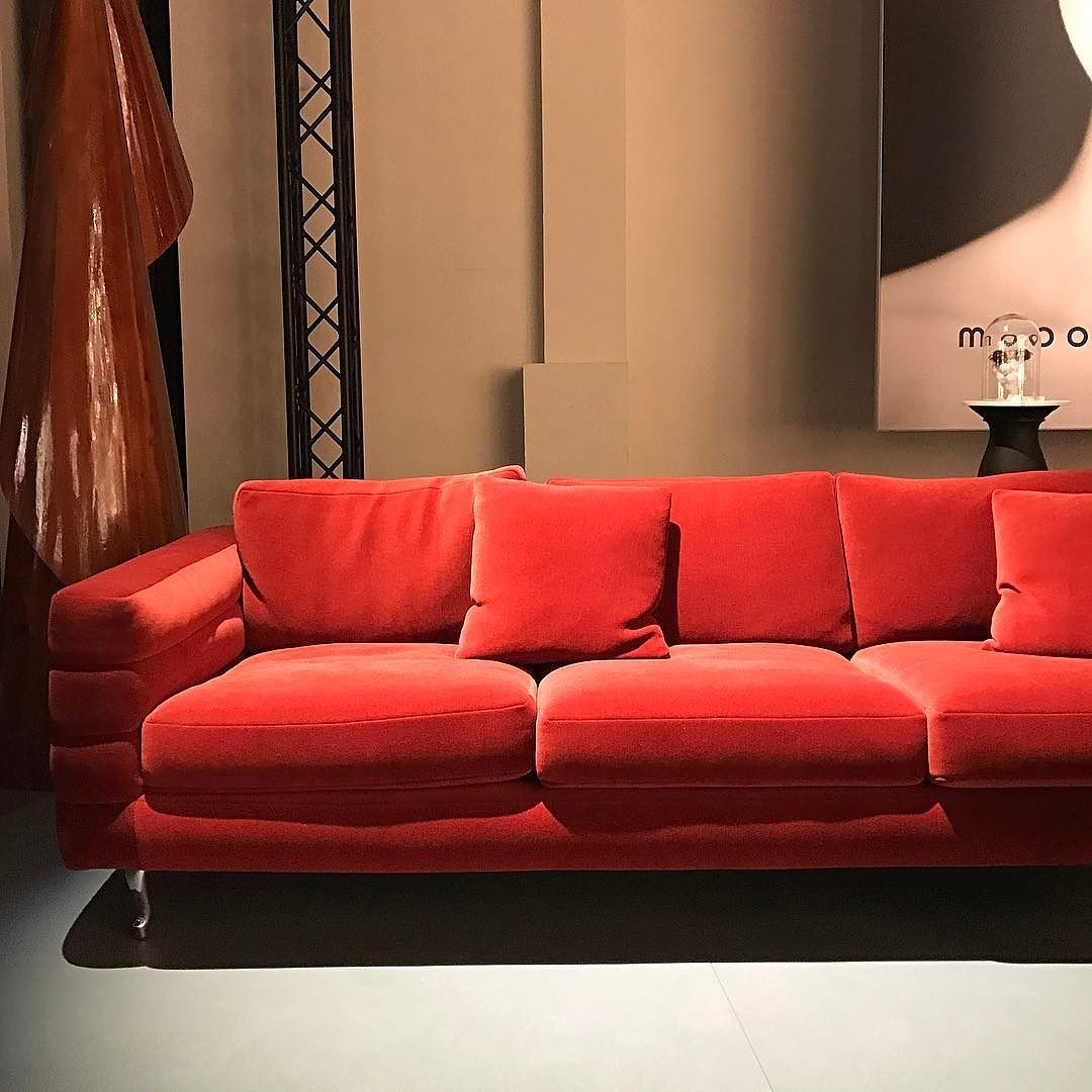 Sectional Sofa  interiordesign interiordesigntrends luxuryinterior interiorconcept Design cmoreinteriorconcept milanogram moooi red sofa velvet